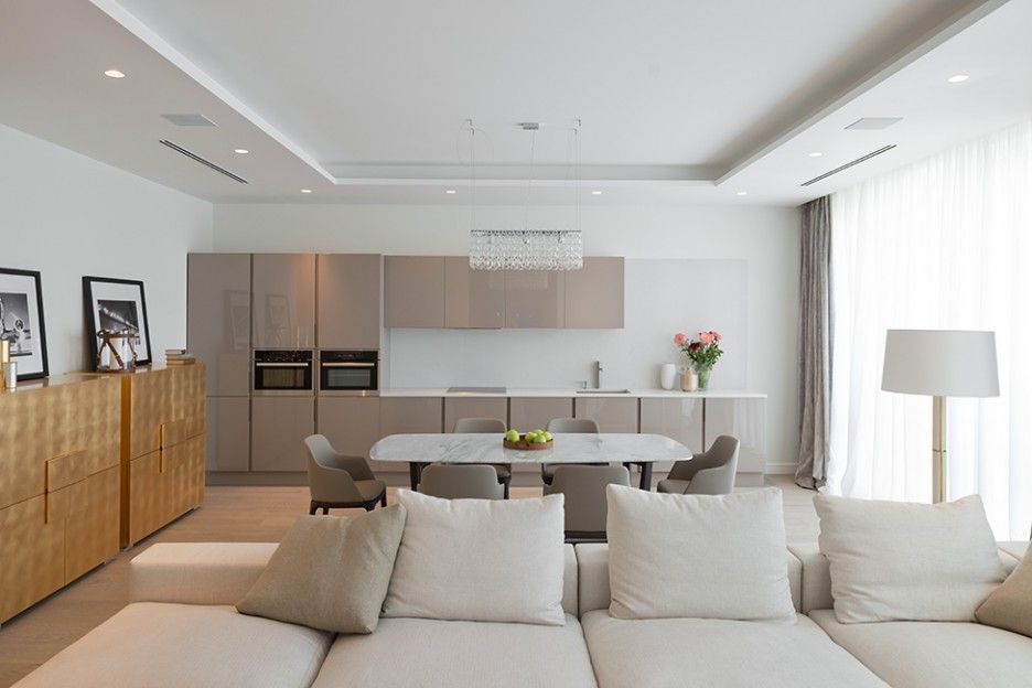 Дизайн кухни гостиной в светлых тонах фото любую